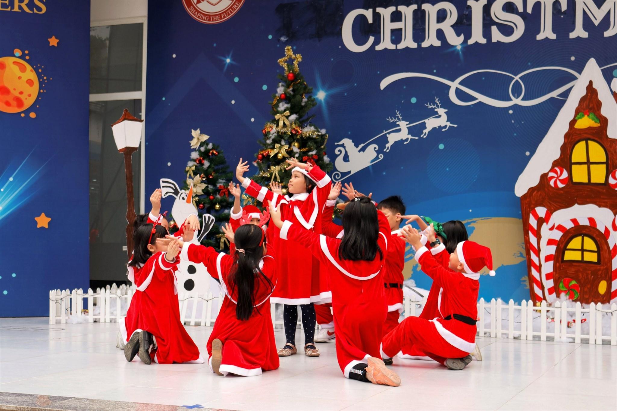 Ấm áp mùa Giáng sinh đầu tiên tại Times School